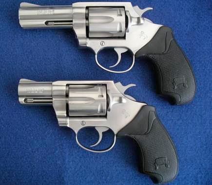 Colt DS-II с 76-мм и 51-мм стволами, рассчитанными на стрельбу мощными патронами +P. DS-II так и не стал успешной заменой пользовавшегося высокой популярностью ранее