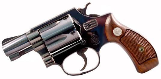 Пятизарядный револьвер Smith & Wesson Model 36 Chiefs Special являлся основным конкурентом Colt Detective Special начиная с 1950 года. Этот револьвер обладает отличным сочетанием компактности, легкости, точности, высокого качества, и конечно же надежности. Вскоре на основе данной модели было создано множество различных вариантов.