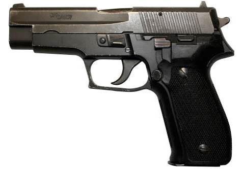 Типичным представителем «удивительных девяток» является самозарядный пистолет Sig Sauer P226 с емкостью магазина 15 патронов, <a href='https://arsenal-info.ru/b/book/3326999182/9' target='_self'>ударно-спусковым механизмом</a> двойного действия, не имеющий управляемых вручную предохранителей и снабженный рычагом безопасного спуска курка с боевого взвода. Это оружие имеет отличную репутацию, как среди гражданских, так и у полицейских в США и Европе. P226 считается одним из лучших <a href='https://arsenal-info.ru/pub/pistolety/9-mm-pistolet-avtomat-aps' target='_self'>9-мм пистолетов</a> со стальной рамкой, который в эпоху широкого использования в оружии полимеров можно уже отнести к классике.