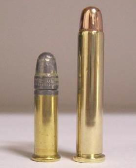 В револьверах Велодог используются патроны центрального воспламенения 5,75-мм Велодог (5,75x30 R Velodog), снаряжавшийся бездымным порохом и оболочечной пулей. На фото патрон 5,75x30 R Velodog в сравнении с .22 LR (5,6x15).