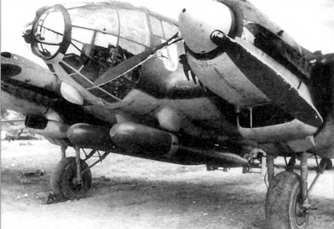 Не-111 Н-6 из 26-й эскадры. Под фюзеляжем па держателях PVC-1006 подвешены две 765-кг торпеды LT F5b. Деревянные стабилизаторы отделялись от торпед при контакте с водой. Вероятно носовые части торпед окрашены в темно-серый цвет, остальные части – неокрашенный алюминий. В начале 1941 г. 26-ю эскадру перебросили из Норвегии в Гросетто, в Италию, для действий против судоходства союзников на Средиземном море.