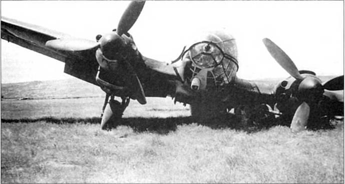 Не-111Н-10, оснащенный ножами Kuto-Nase, подломил опору шасси при посадке. Советский Союз, 1942 г. Ножи Kuto-Nase были вписаны в контур носовой части фюзеляжа выше стрелковой точки. Устройства Kuto-Nase дополнялись крыльевыми ножами Kuto (на снимке их не видно).