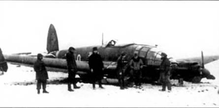 Посадка на брюхо Не-111Н-11, Венгрия, начало 1944 г В носовой части фюзеляжа самолета смонтированы ножи Kuto-Nase.