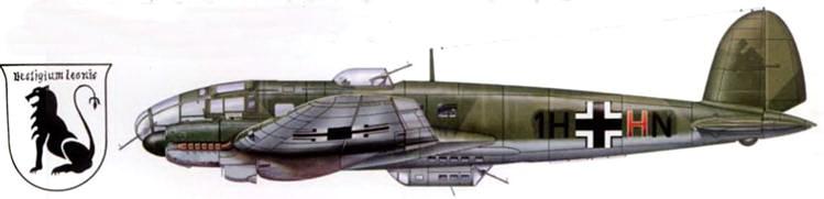 """Не-111Н-6 (1H+HN) из l/KG-26 """"Lowengeschwader"""", свастика на вертикальном оперении по непонятным причинам закрашена. В период битвы за Британию 1-й стаффель 26-й эскадры действовал с аэродрома Ставангер-Сола в Норвегии."""