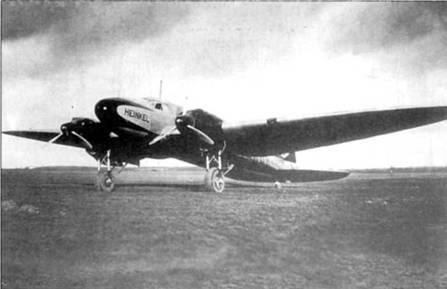 Снимок самолета He-111lV-4 (D-AHAO, Dresden) сделан во время первого публичного показа машины прессе в берлинском аэропорту Темпельхоф 10 января 1936 г. Второй коммерческий прототип имел крыло несколько большего размаха, чем первый Не-111V-1. На «V4» стояло два 12- цилинровых рядных двигателя BMW VI 6,0 Z мощностью по 660 л.с.
