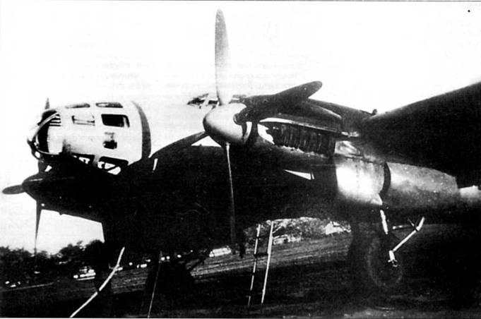 Один He-111J-l был оснащен в <a href='https://med-tutorial.ru/m-lib/b/book/3239510375/19' target='_blank' rel='external'>экспериментальных</a> целях четырехлопастными воздушными винтами. К сожалению, более подробной информации о летных испытаниях данной машины найти не удалось. Серийные He-111J-l летали с трехлопастными воздушными винтами изменяемого шага VDM, которые приводились во вращение моторами DВ-611C1C мощностью 1000 л. с.