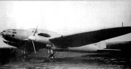 Первый предсерийный Не-111А-0 был изготовлен в начале 1936 г. На снимке – один из десяти предсерийпых Не-111А-0 (самолет имеет заводской помер 1438). Предсерийные машины представляли собой развитие прототипа Не-111b (He-lllV-2), но отличались от него большей площадью остекления и иной формой носовой части фюзеляжа.