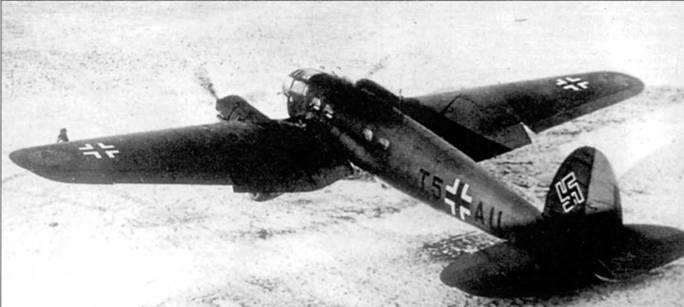 Не-111Н-2 (бортовой код «E5+AU») на заснеженном германском аэродроме, тми 1939-1940 г.г. Самолет принадлежит дальней эскадрильи разведки погоды при командующем ВВС (Wettererkundungstqffel Ob.d.L). Эскадрилья подчинялась непосредственно штабу люфтваффе и обеспечивали штаб информацией о погоде, без чего было невозможным планирование операций люфтваффе.