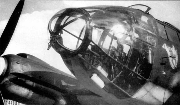 Этот Не-111Н раннего выпуска поступил в Wettererkundungstaffel Ob.d.L в начале войны. Бомбардировочный прицел Лофте С7А демонтирован, зато установлен барометр. На борту фюзеляжа за остеклением кабины нанесена эмблема эскадрильи дальней метеоразведки.