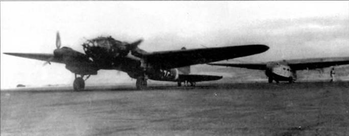 Не-111Н-3 впереди транспортного планера Гота Go-242, Бомбардировщик будет буксировать планер в очередном полете на Восточном фронте. Множество Не-111Н были доработаны в буксировщики планеров. Буксировочное оборудование монтировалось в законцовке фюзеляжа. Планер Гота Go-242 имел экипаж из двух человек и мог перевозить до 21 бойца с полной выкладкой или до 2500 кг груза,