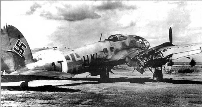 Советский истребитель основательно повредил Не-111Н-4 (1ЕНК) из 2.AufkLGr.(F) 100 в таранной атаке в конце 1941 г. Лопасти винта советского самолета сильно повредили правую плоскость крыла, в меньшей степени-фюзеляж и верхнюю часть вертикального оперения. Не взирая на полученные повреждения, экипаж немецкого разведчика все-таки смог вернуться на базу.