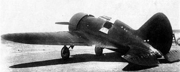 Первый опытный И-16 на поле Качинской летной школы. Весна 1934 г.