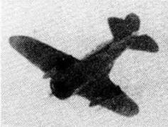 И-16 СПБ устремляется к цели.