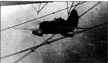 И-16 СПБ сходит с подвески и отсоединяется от носителя.