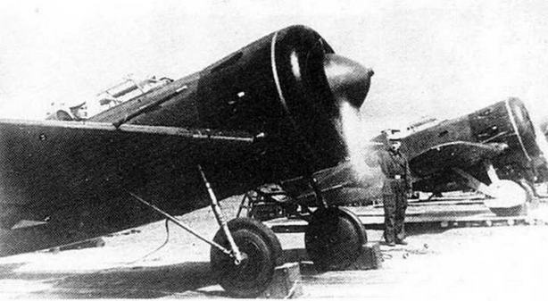 И-16 с капотами черного цвета.