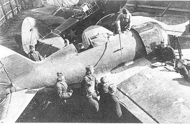 И-16 тип 4 в авиационной школе (РГАКФД).