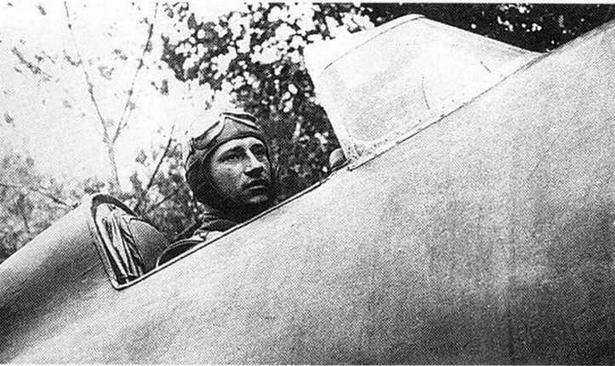 Летчик Бокач В. А. в кабине И-16 тип 10.1941 г. (РГАКФД).