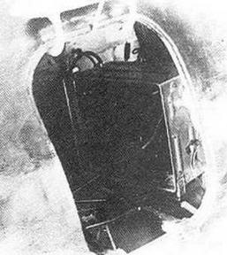 Люк на правом борту И-16 тип 29. Видна радиостанция.