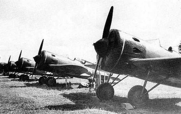 Одно из последних фото УТИ-4, на аэродроме г. Моек вы перед парадом Победы, август 1945 г.