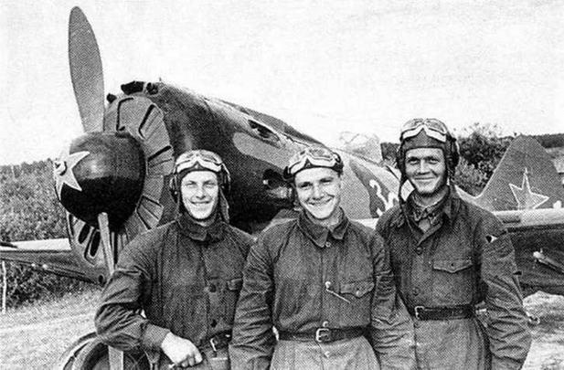 Сержанты Слесарчук, Гозин и Перевера, ПВО Москвы. 1942 г. (РГАКФД)