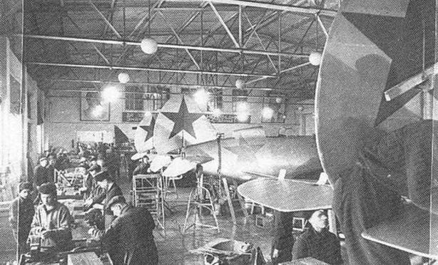 Востановление самолетов в ремонтных мастерских. (РГАКФД)