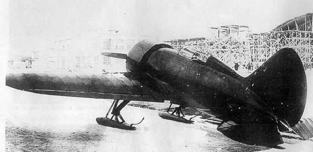 Первый опытный И-16 (ЦКБ-12) в заводском дворе. Начало 1934 г.