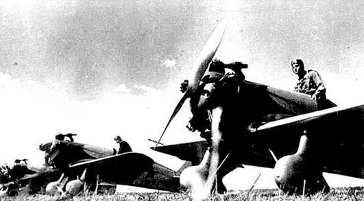 Самолеты Ут-1 используемые для обучения пилотов И-16, 1940 г. (РГАКФД).