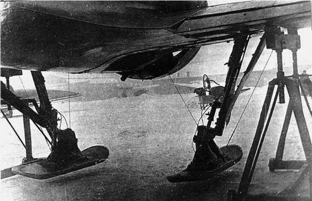 И-16 №123906 оборудованный убираемыми лыжами. Зима 1936 г.