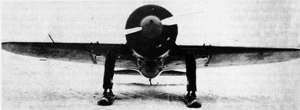 И-16 №9211, переоборудованный в штурмовик. Видны фюзеляжные бомбодержатели. (ГАГО)