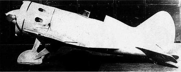 Опытный И-16 тип 24 с нестандартным обтекателем воздушного винта и фанерной обшивкой крыльев.