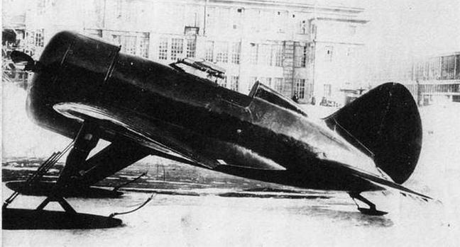 Первый опытный ЦКБ-12 с двигателем М-22 во дворе Центрального Конструкторского бюро.