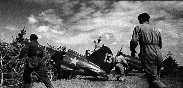 Учебная тревога. Лето 1938 г., авиачасть КБФ. И-16 тип 10 и тип 17. (ЦГАКФД)