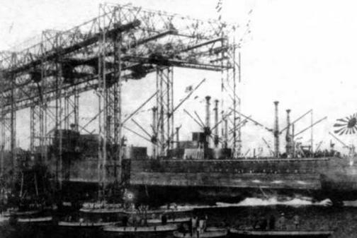 """Линейный корабль """"Исе"""" во время спуска на воду 12 ноября 1916 г."""