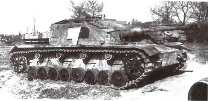 Самоходная установка SturmgeschutzIV из состава 366-го самоходно-артиллерийского полка. 3-й Украинский фронт, 4-я гвардейская армия, март 1945 года (АСКМ).