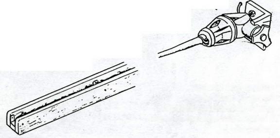 В походном положении антенны откидывались и укладывались в деревянные желоба — характерная деталь внешнего вида StuG III вплоть до модификации G
