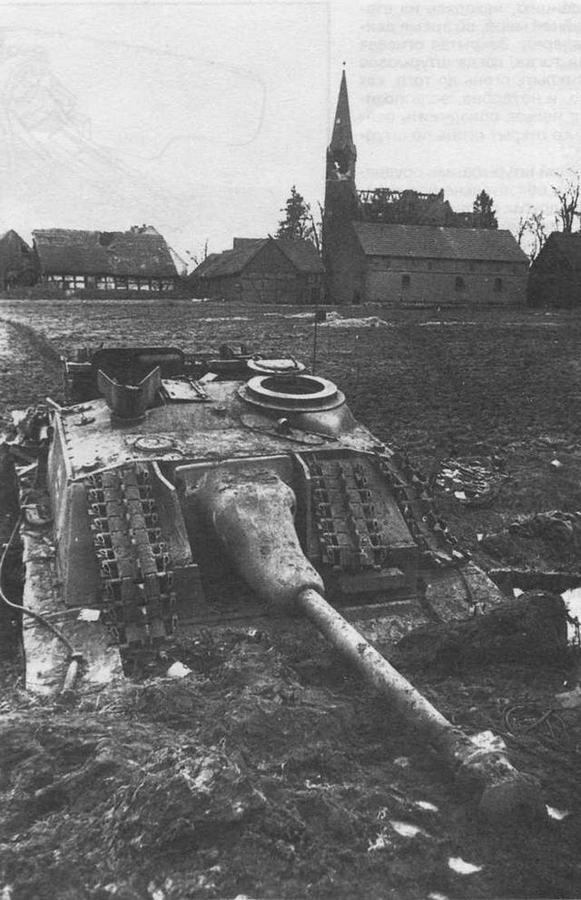 StuG 40 Ausf.G поздних выпусков, подбитое и брошенное в Восточной Пруссии. 1945 год
