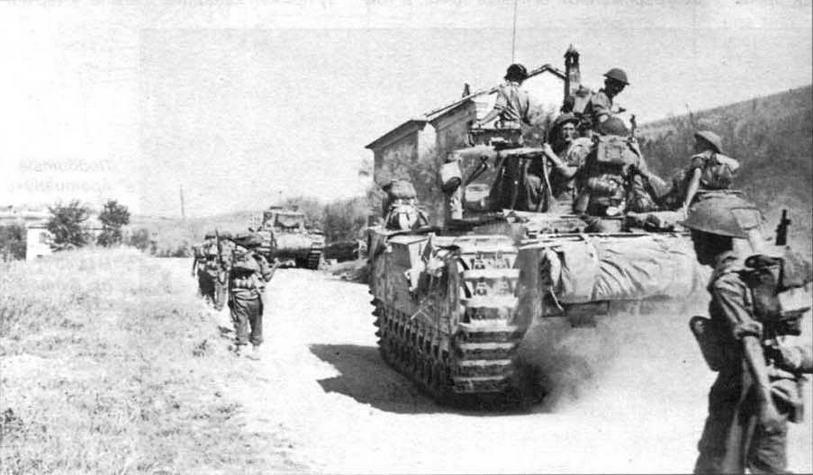 «Черчилли» с пехотой на броне движутся к «Линии Готов». Италия, август 1944 года