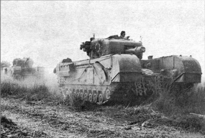 Танк огневой поддержки «Черчилль V», вооруженный 95-мм гаубицей. Нормандия, июнь 1944 года