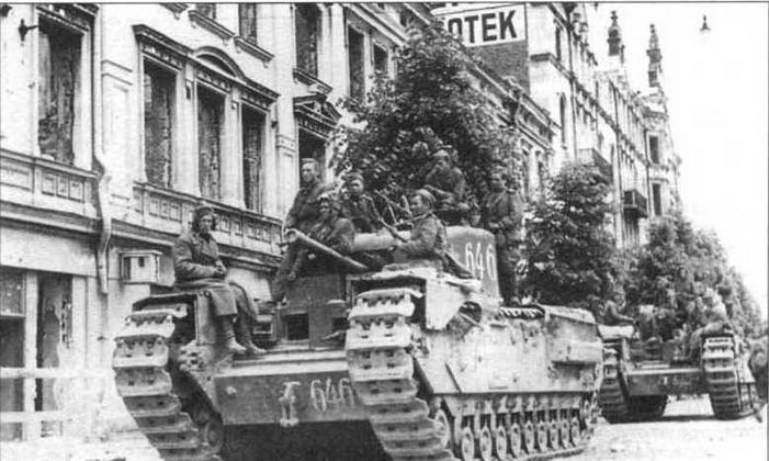 «Черчилли» 21 отд. гв. тпп на улице освобожденного Выборга. Июнь 1944 года
