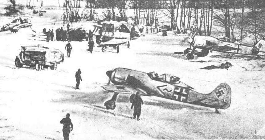 FW190A-3 из состава I/JG51 на аэродроме Великие Луки зимой 1942-43 гг.
