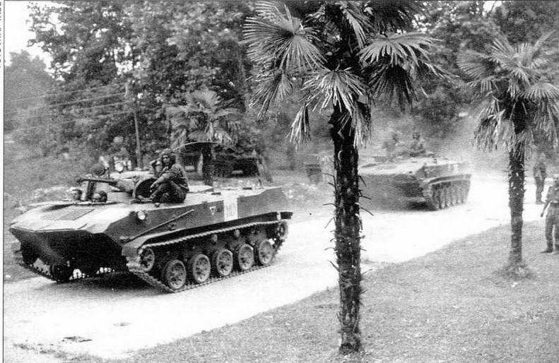Российские «голубые каски» занимают посты на линии грузино-абхазского противостояния. Абхазия, 1994 год