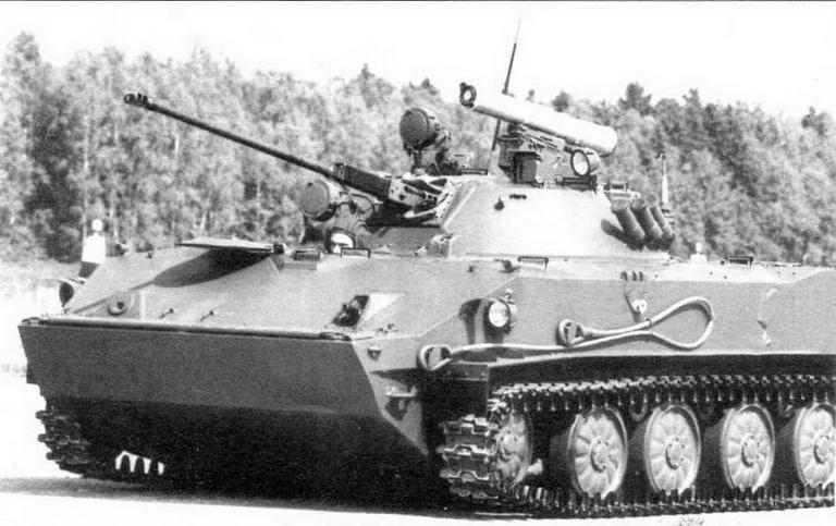 Боевая машина десанта БМД-3 в боевом положении при минимальном клиренсе