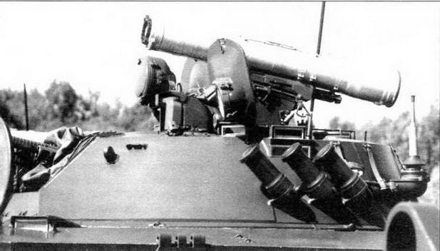 Башня БМД-3 с установленным на ПУ контейнером ПТУР «Конкурс». Перед откинутой крышкой люка наводчика-оператора хорошо виден защитный колпак прицела БПК-1-42