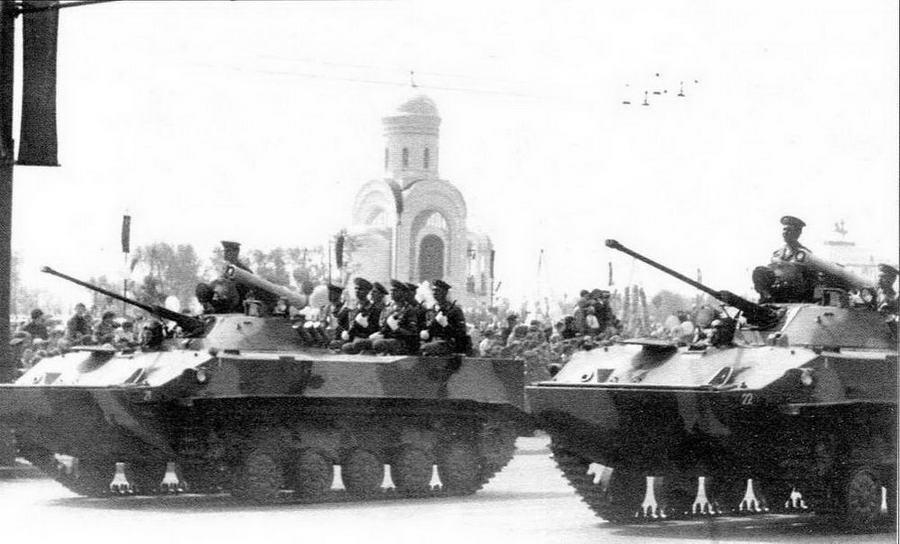 Первый парад в Москве с участием БМД-3 состоялся 9 мая 1995 года