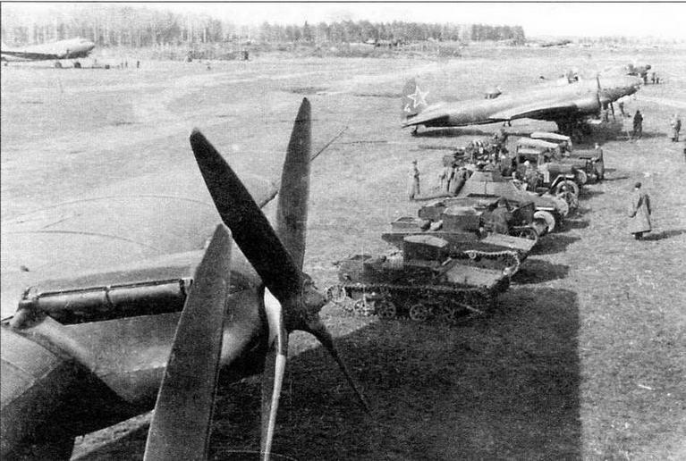 Демонстрация техники воздушно- десантных войск. Московский военный округ, 1945 год