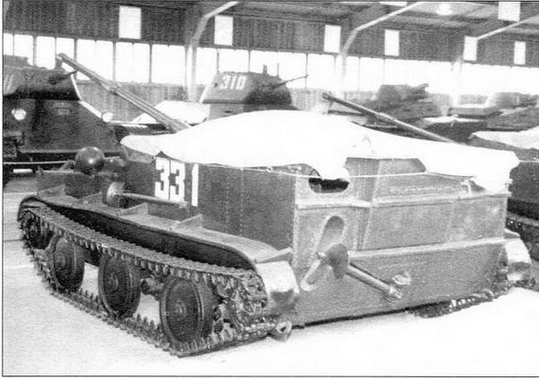 Установка К-73 в экспозиции Военно-исторического музея бронетанкового вооружения и техники в Кубинке (в центре и внизу справа)