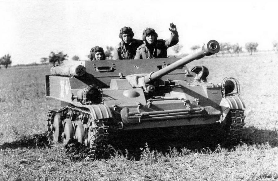 АСУ-57 занимает огневую позицию. 1945 год