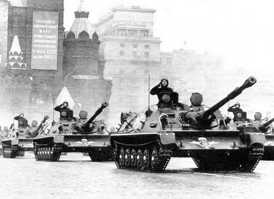 АСУ-85 в парадном строю на Красной площади. Москва, 7 ноября 1965 года