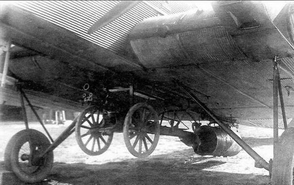 Подвеска полковой пушки обр.1927 г. под бомбардировщиком ТБ-1