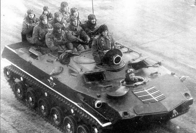 7 ноября 1987 года по Красной площади прошли БТР-Д со шкворневой установкой автоматического гранатомета АГС-17 «Пламя». Курсовые пулеметы ПКТ на парадных машинах снимались со штатных мест и устанавливались в смотровых окнах